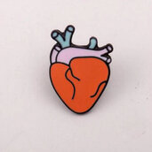 """Spilla in metallo e smalto """"parte anatomica cuore"""""""