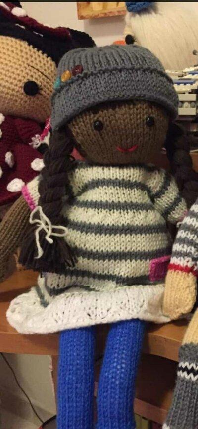 bambola in lana ai ferri Jasmine