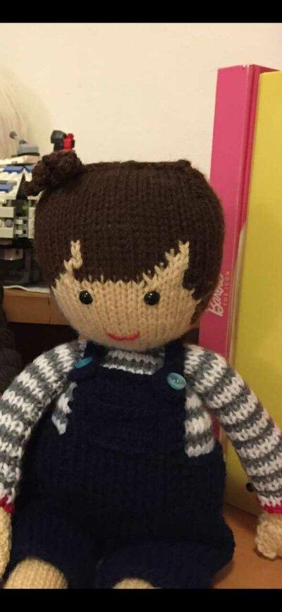 bambola in lana ai ferri Tommi