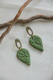 orecchini in fimo a goccia/foglia colore verde oliva e oro _049_
