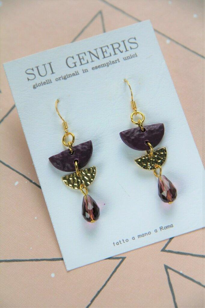 orecchini pendenti medio-piccoli in fimo viola e metallo dorato martellato _055_