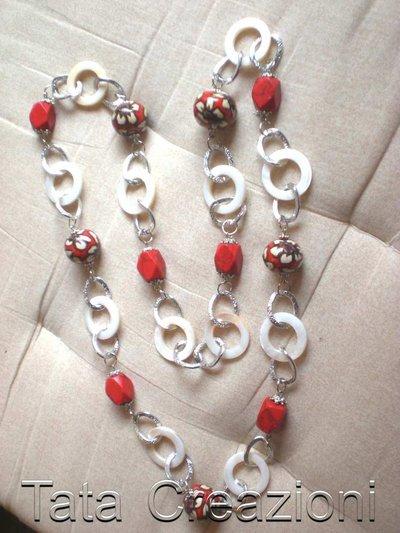 Collana rossa con anelli madreperla