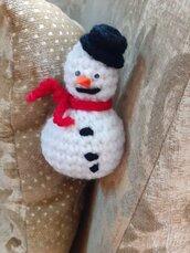 Pupazzo di neve amigurumi uncinetto