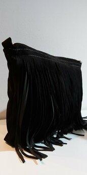 Pochette con frange in pelle nera scamosciata
