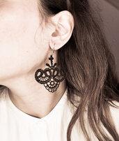Orecchini pendenti pizzo nero e perlina nera - Munira