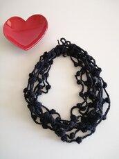 Collana lana nera ad uncinetto con cipollotti