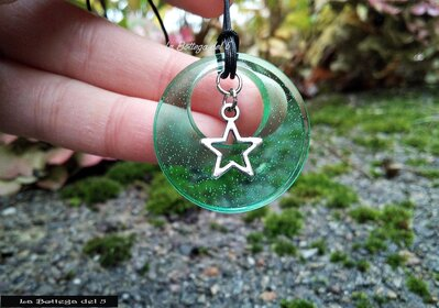 Ciondolo in resina verde trasparente