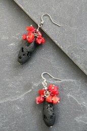 orecchini pendenti ad effetto lava e corallo, forma ovale con fioritura rosso corallo _062_