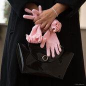 Guanti con dita in lana rosa all'uncinetto