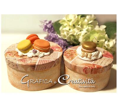 Coppia di scatole con decorazione di rose e macarons