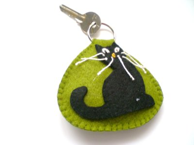 Portachiavi antijella con gatto nero portafortuna
