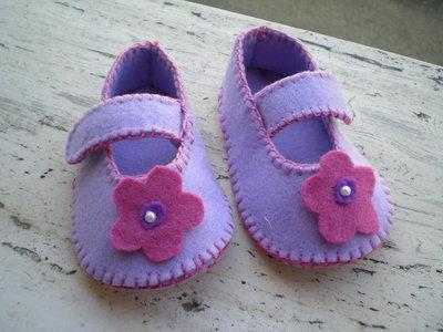 Scarpette neonato in feltro, fatte a mano
