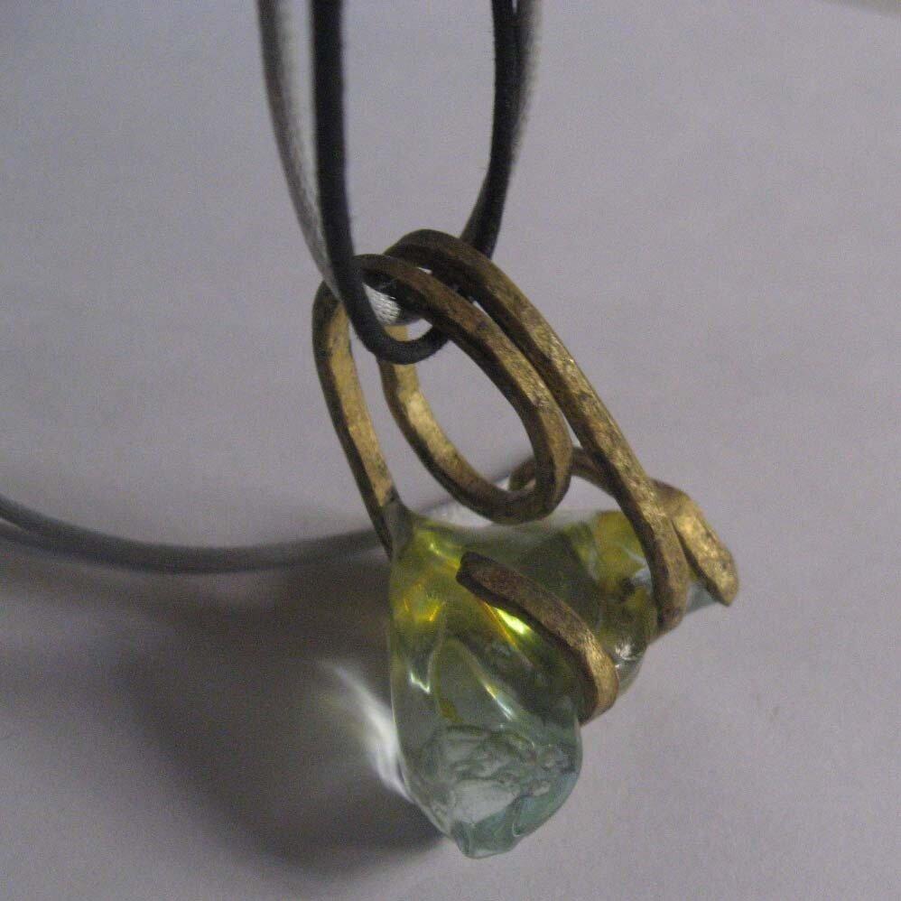 Monile scultura in ottone e cristallo antica tecnica artigianale