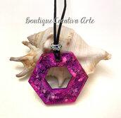 Collana grande in resina viola - forma geometrica - tecnica petri dish