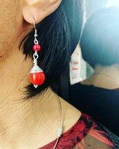 Orecchini Pendenti Wire con Pallina Rossa