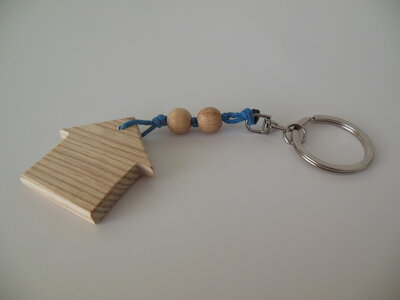 Portachiavi  a forma casetta in legno