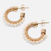 Orecchino a cerchio con perle bianche