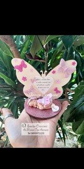 Bomboniera farfalla in legno con bebè in fimo