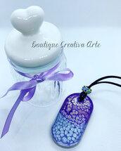 Collana grande in resina effetti di colore viola e lilla