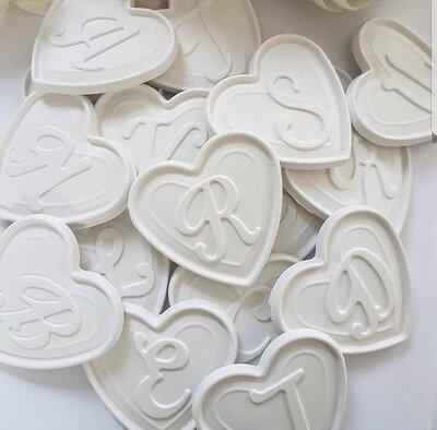 cuore con lettwra corsico gesso ceramico