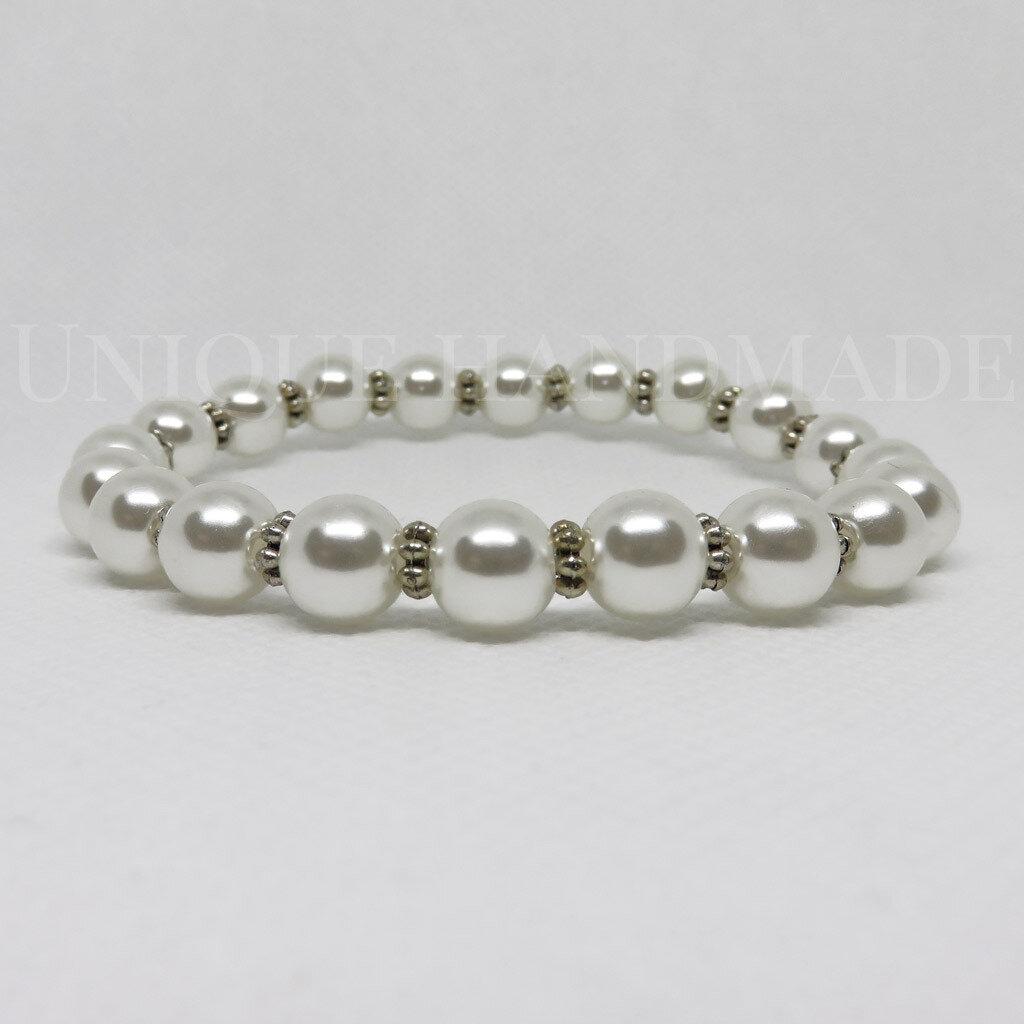 Bracciale elastico di perle bianche