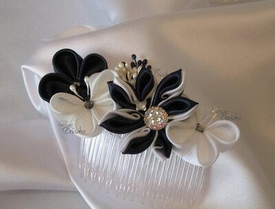 Pettinino da sposa con decori kanzashi, fiori fra i capelli