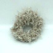 Elastico per capelli in lana bio beige fatto a mano all'uncinetto