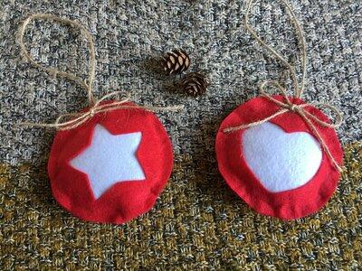 Decorazioni di Natale. Addobbi in feltro per albero di Natale