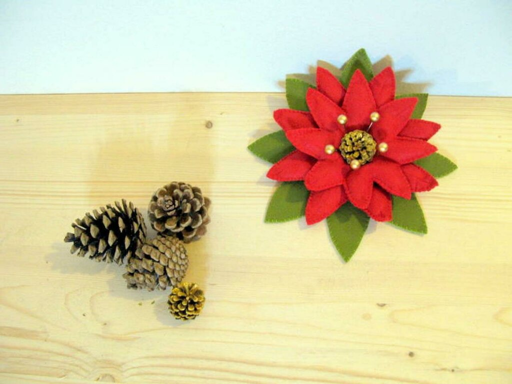Schema Stella di Natale - fiori di panno - decorazione natalizia - poinsetta