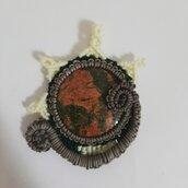 Ciondolo in micromacrame sole-Luna  con pietra naturale unakite