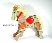 Schema Cavallino per Natale - animali di pezza - Cavallino per bimbi - decorazione natalizia