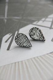 orecchini crackled nero e argento in fimo e foglia d'argento lobo a goccia _069_