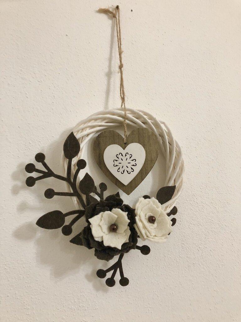 Ghirlanda cuore fiori beige