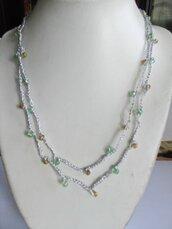 Collana uncinetto argentata con perline verdi e oro