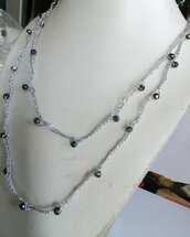Collana uncinetto argentata con perle arcobaleno