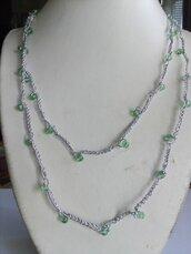 Collana uncinetto argentata e perline verdi