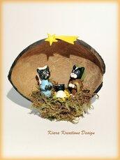 Presepe di gatti in fimo nella noce di cocco idea regalo natale per amanti dei gatti, presepe artigianale di gatti, regalo scultura gatto