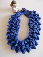 Collana lana blu pervinca a onde