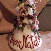 """Campana natalizia con fiori e scritta """"Buon Natale"""""""
