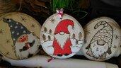 """decorazione natalizia in legno """"gnomi portafortuna"""""""