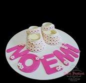 """Topper : """"scarpette battesimo e nascita in bianco e rosa""""."""