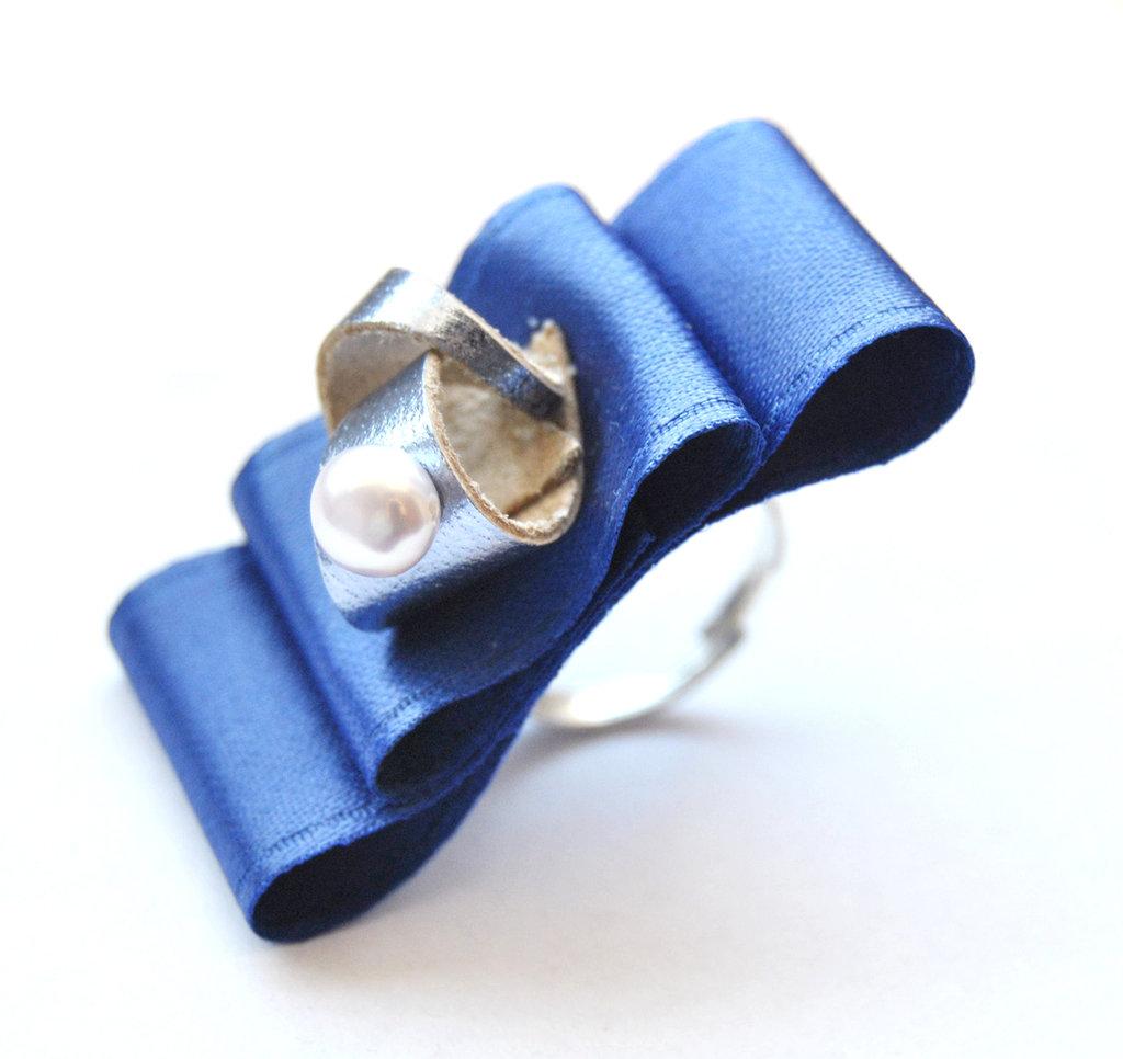 Anello La bambola di porcellana (blu)