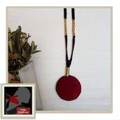 Collana Lunga con Ciondolo in Velluto Rosso e Beige