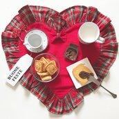 Tovaglietta cuore da colazione in rosso e tartan