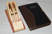set di penne in legno con porta penne
