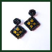 Orecchini in ecopelle pendenti gialli, neri e verdi dipinti a mano