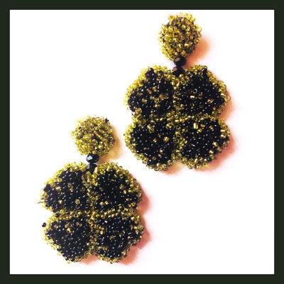 Orecchini verdi e neri a forma di quadrifoglio