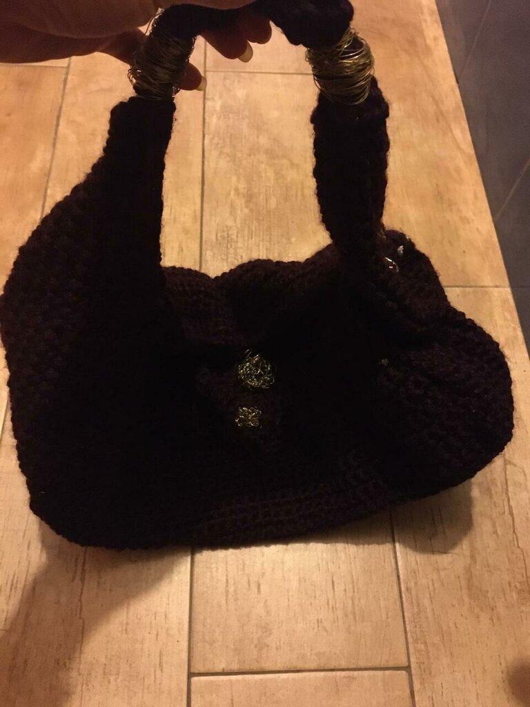Borsa in lana lavorata ad uncinetto di colore bordeaux