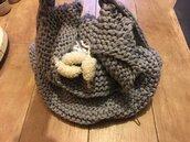 Borsa crochet di colore grigio chiaro