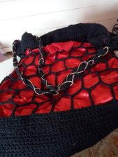Borsa crochet rossa e nera